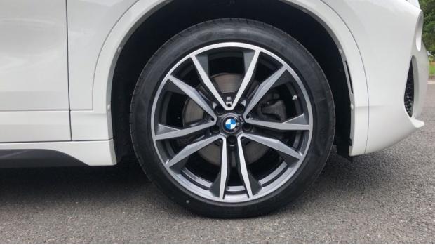 2019 BMW XDrive20d M Sport (White) - Image: 14
