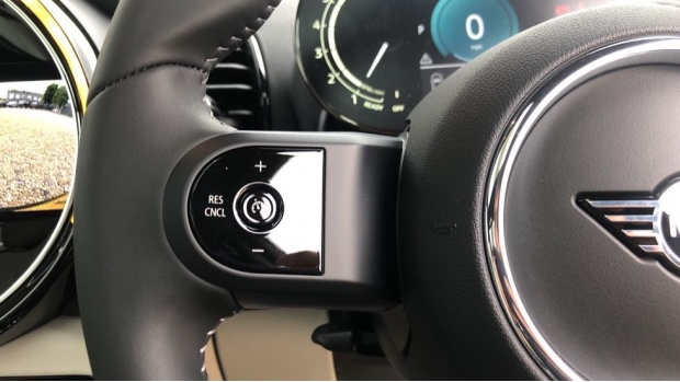 2021 MINI Cooper Exclusive (Black) - Image: 17