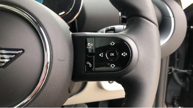 2021 MINI Cooper Exclusive (Black) - Image: 18