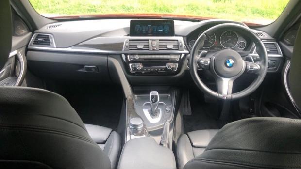 2017 BMW 320d xDrive M Sport Saloon (Red) - Image: 4