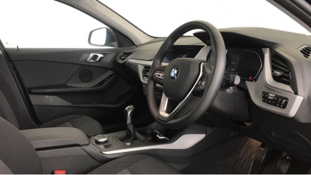 2020 BMW 118d SE (Blue) - Image: 5
