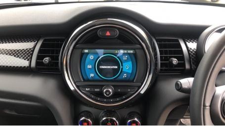2020 MINI 5-door Cooper S Classic (Black) - Image: 8