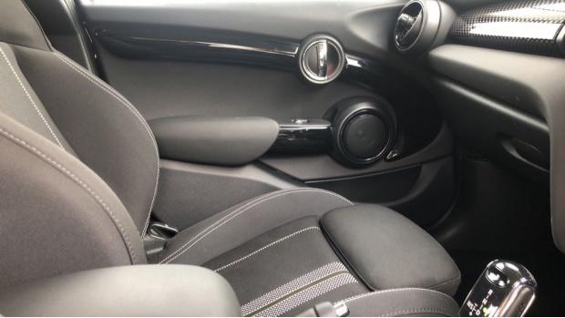 2020 MINI 5-door Cooper S Classic (Black) - Image: 20