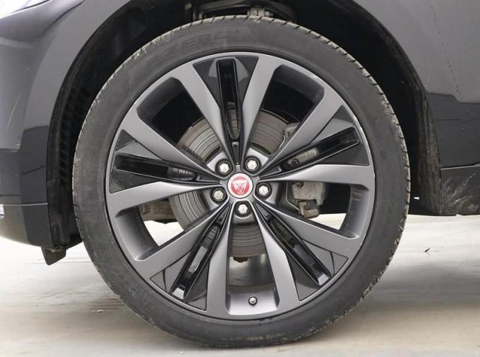 2019 Jaguar 2.0i R-Sport Auto 5-door (Black) - Image: 8