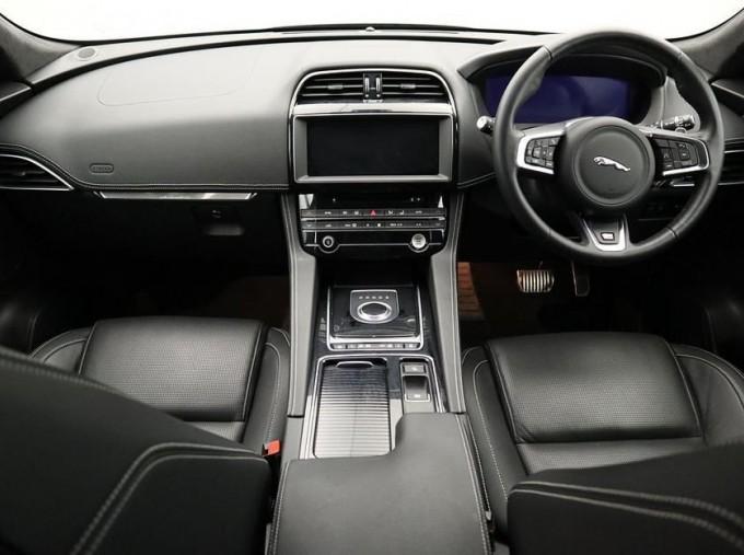 2019 Jaguar 2.0i R-Sport Auto 5-door (Black) - Image: 9