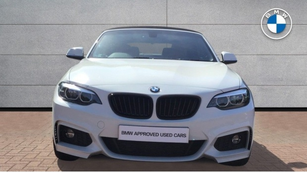 2019 BMW M Sport Convertible (White) - Image: 16