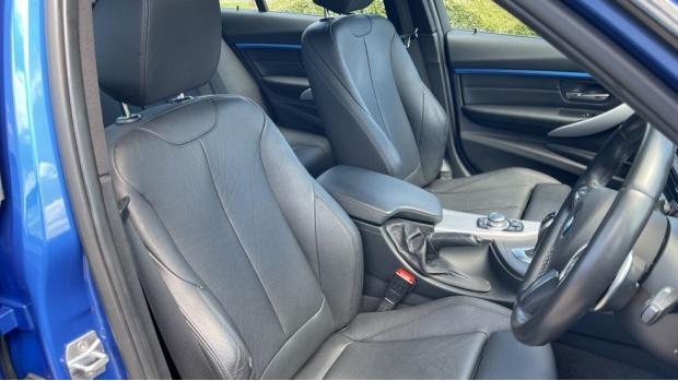 2017 BMW 320d M Sport Saloon (Blue) - Image: 11