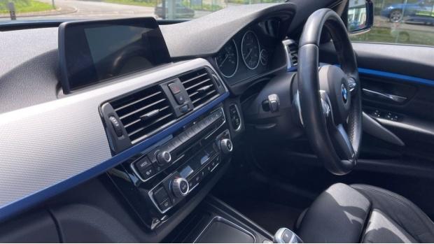 2017 BMW 320d M Sport Saloon (Blue) - Image: 33