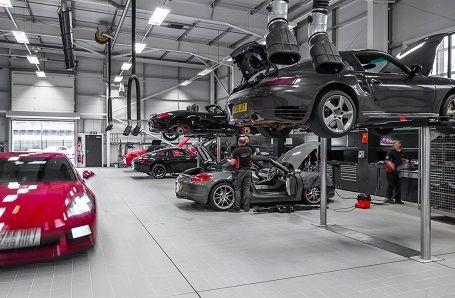 Porsche Servicing Image 2